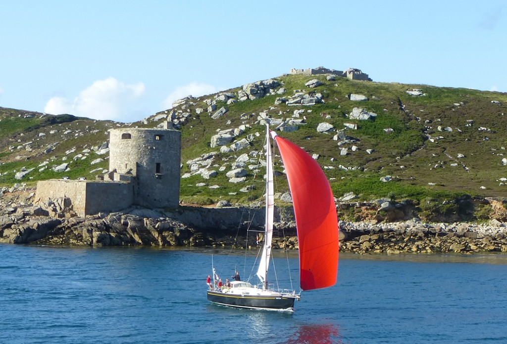 A Tresco, îles Scilly, Lord jim glisse tranquillement sous spi