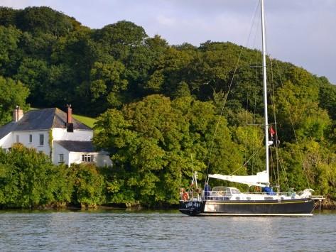 Partie de Brest à la voile, en stage croisière, Lord jim fait escale sur la rivière Fal, avant de faire route sur les îles Scilly puis la Bretagne